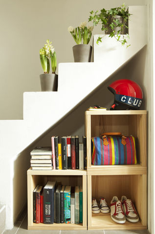 Space-saving library DIY custom vertical
