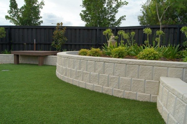 how to build retaining wall blocks concrete blocks pros cons landscape design