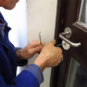 How To Choose A Reliable Locksmith At Reasonable Cost