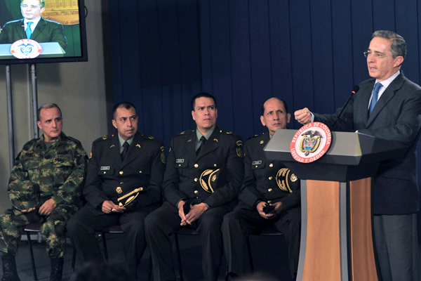 Colombian President Alvaro Uribe (R) spe